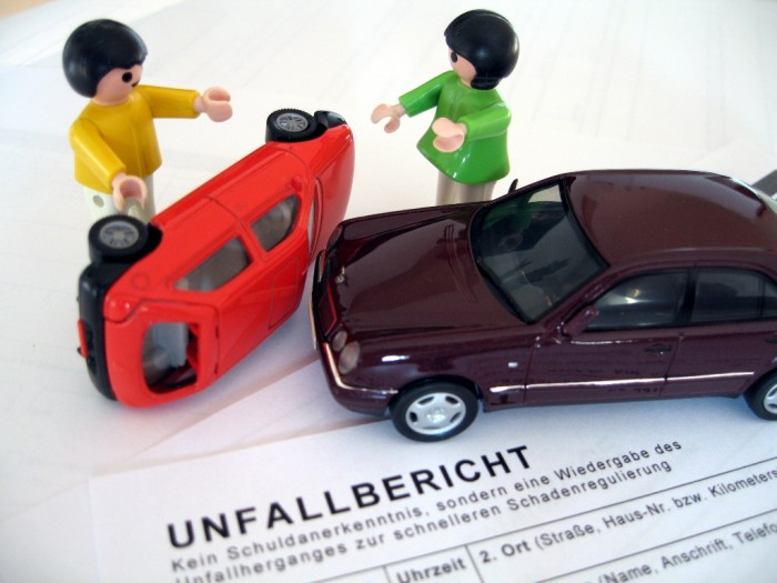 Autounfall-Unfallbericht